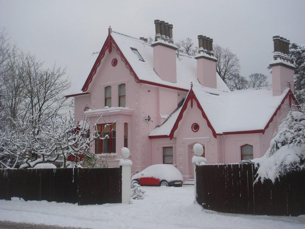 Ocieplony dom pianką pur
